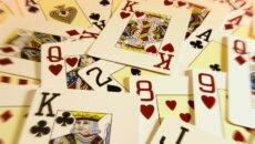 Гадание на дизайнерских игральных картах — «На отношение»
